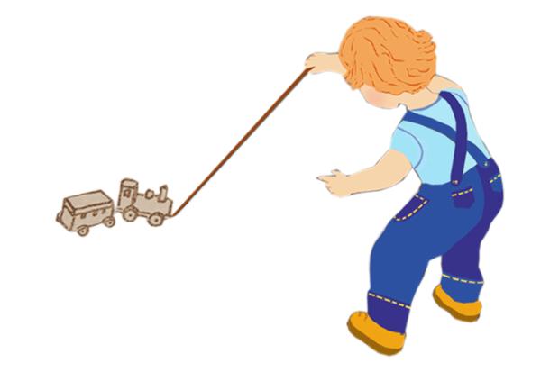 Годовалый ребенок катает паровозик на веревочке