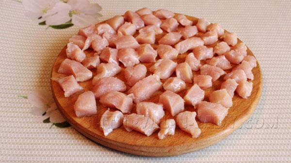 Куриное филе порезанное кусочками