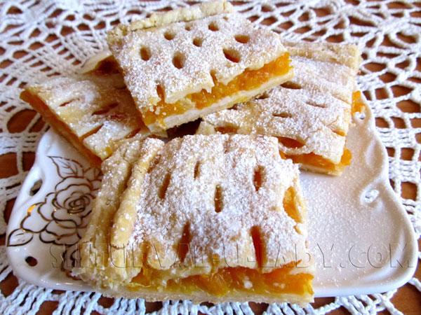 Пирог из слоеного теста и тыквенно-апельсиновой начинки