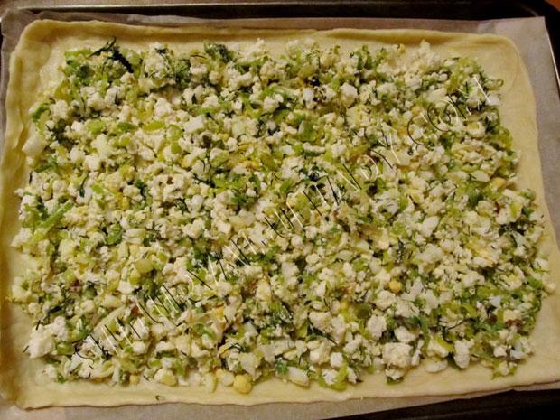 Нижний слой пирога с начинкой