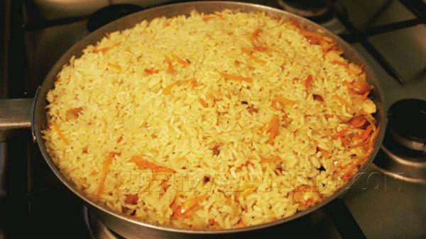 Рис с морковью, мясом, сухофруктами