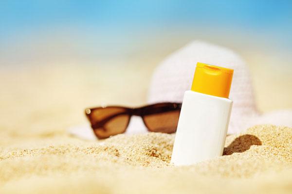 Шляпа, очки, солнцезащитный крем