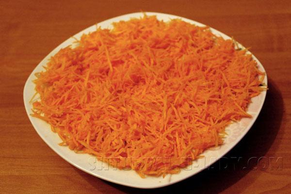 Измельченная морковь с апельсиновой цедрой