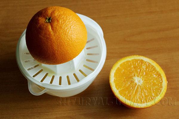 Выдавливание сока из апельсина