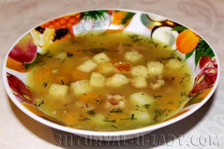 Суп с горохом, сухариками