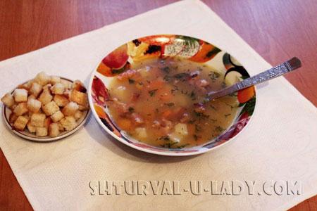 Суп гороховый, сухарики