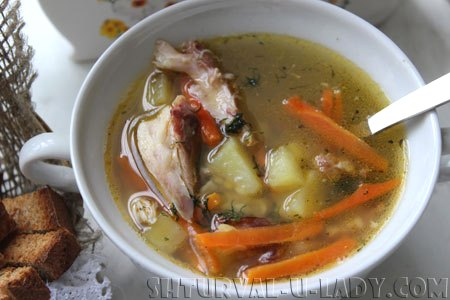Гороховый суп: морковка, картошка, ребрышки копченые, специи