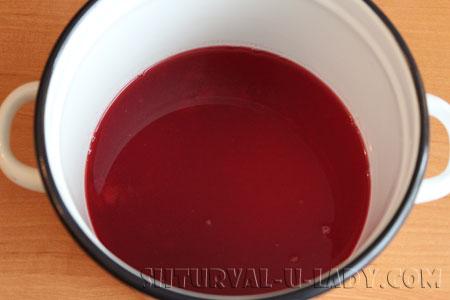 Готовка вишневого желе в кастрюле