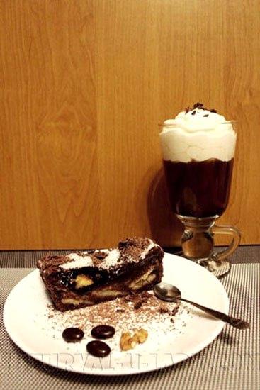 Брауни, кофе со сливками