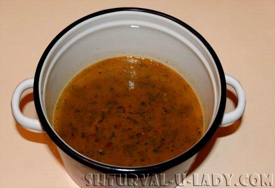 Сваренный соус ткемали из алычи