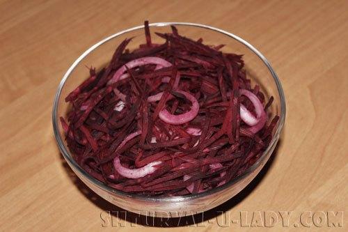 svekolnyi-salat-pod-marinadom