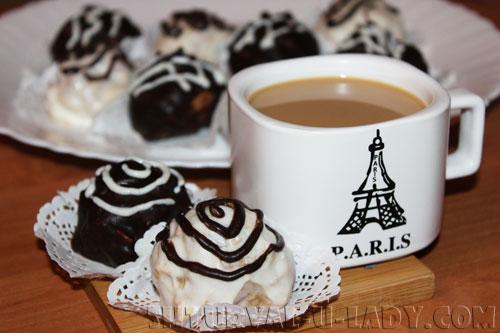 Пирожное метеорит, кофе со сливками