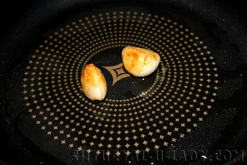 Обжаренный чеснок на масле