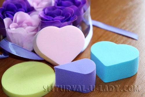 Разноцветные спонжи для макияжа