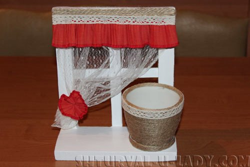 Вазон hand-maid на подставке-окошко со шторкой