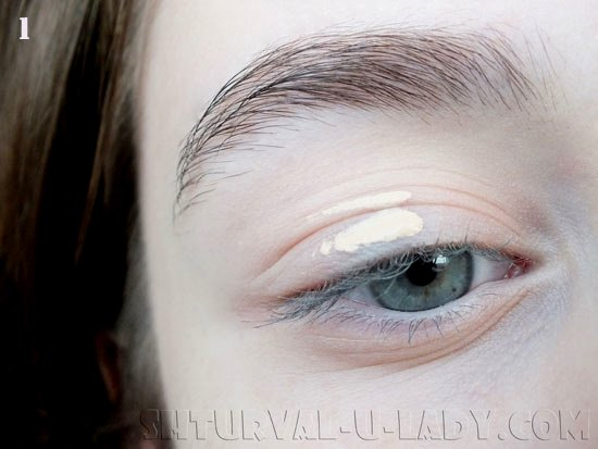 Нанесение базы под макияж глаз