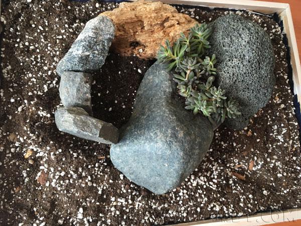 Горка из камней для растений