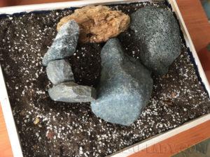 Горка из камней для суккулентов