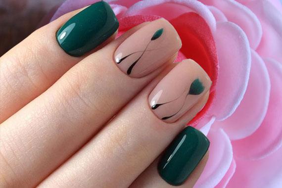 Темно-зеленый с бежевым маникюр гель лаком