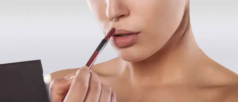 Создание макияжа губ с обводкой