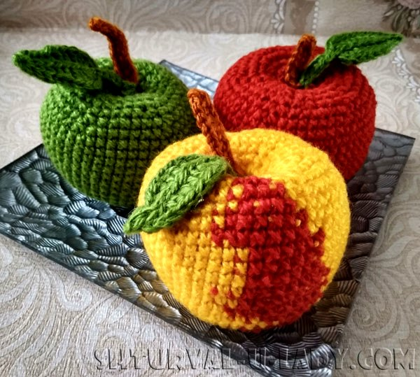 Вязанные разноцветные яблоки амигуруми