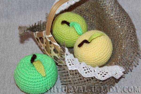 Вязаные яблоки амигуруми
