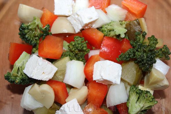 Нарезка овощей и сыра на салат