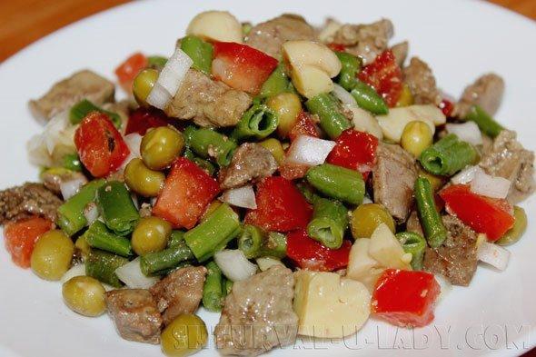 Печеночный салат с овощами