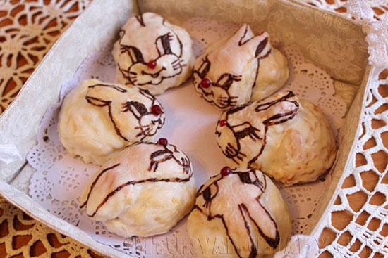 Сухарница из льна с булочками зайчиками