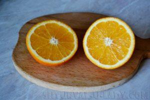 Разрезанный напополам апельсин