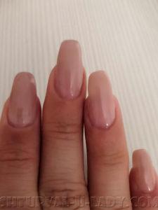 Бежевый гель лак на ногтях
