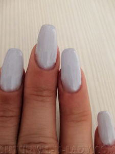 Светлый гель лак на ногтях