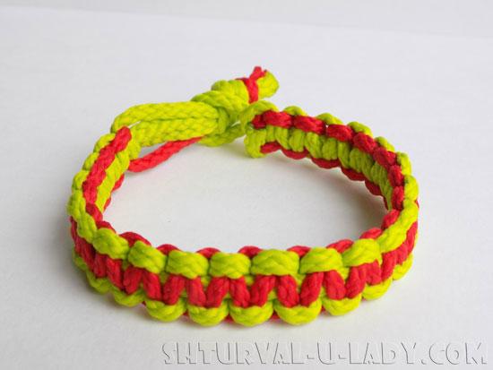 Плетеный браслет из шнуров кобра