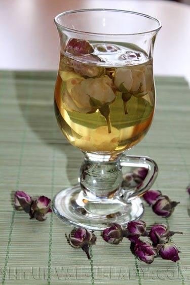 Полезный чай с бутонами чайной розой