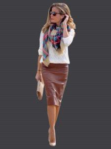 Бежевая кожаная юбка со свитером
