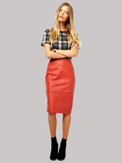 Модный лук с кожаной красной юбкой