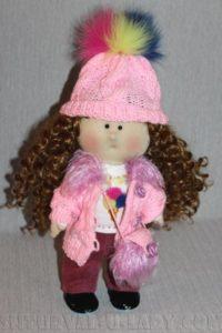 Текстильная кукла в шапке