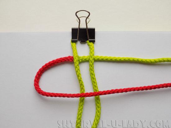 Процесс плетения браслета из шнуров