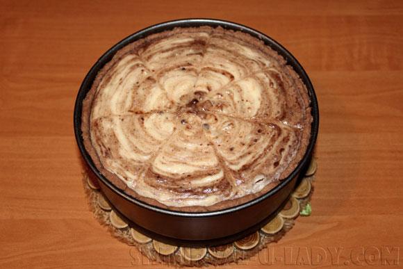 Творожно-шоколадный чизкейк после выпечки