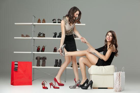Как выбрать обувь: примерка туфель в салоне