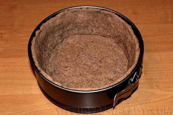 Основа из шоколадного теста для творожного чизкейка