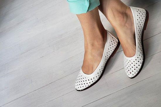 Удобные белые туфли балетки