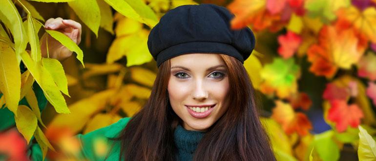 Осенняя листва, девушка в берете