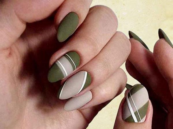 Оливково-бежевый маникюр