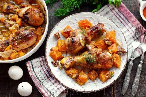 Голени куриные запеченные с тыквой, орехами, специями
