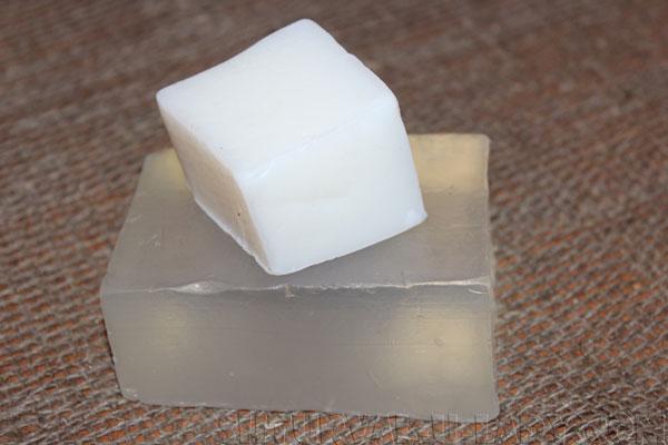 Белая, прозрачная мыльная основа