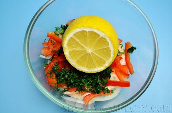 Добавка лимонного сока в салат