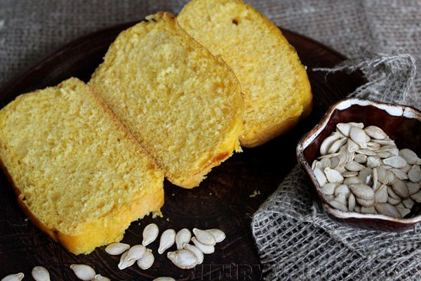 Нарезка тыквенного хлеба