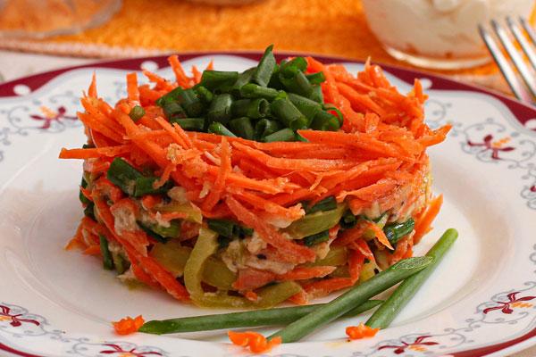 Салат Петергоф с корейской морковью, курицей