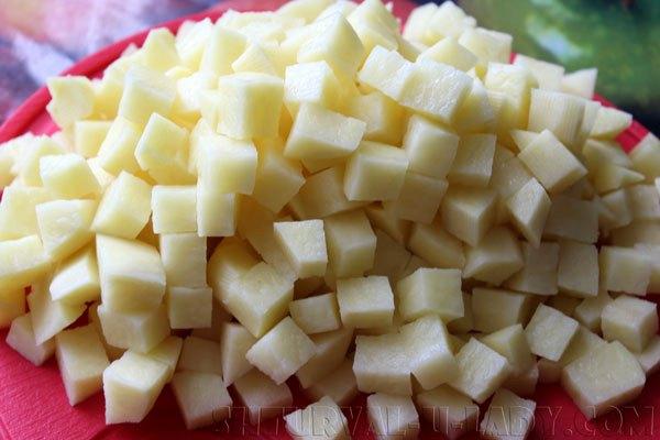 Нарезка картошки средними кусочками